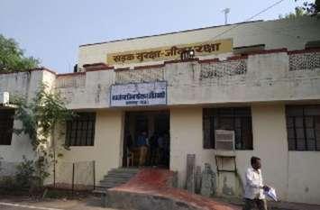 जो बसें इंदौर- कोटा में कंडम घोषित हो चुकी वे झालावाड़ में स्कूली बच्चों को ले जा रही