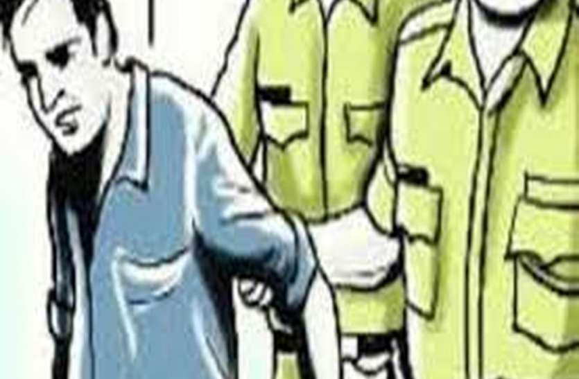 तेरह मामलों में वांछित लिस्टेड बूटलेगर गिरफ्तार