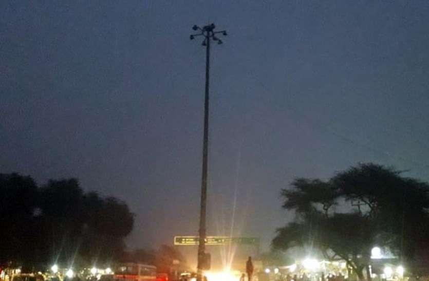 रीको एरिया में रोड लाइटें खराब, छाया अंधेरा