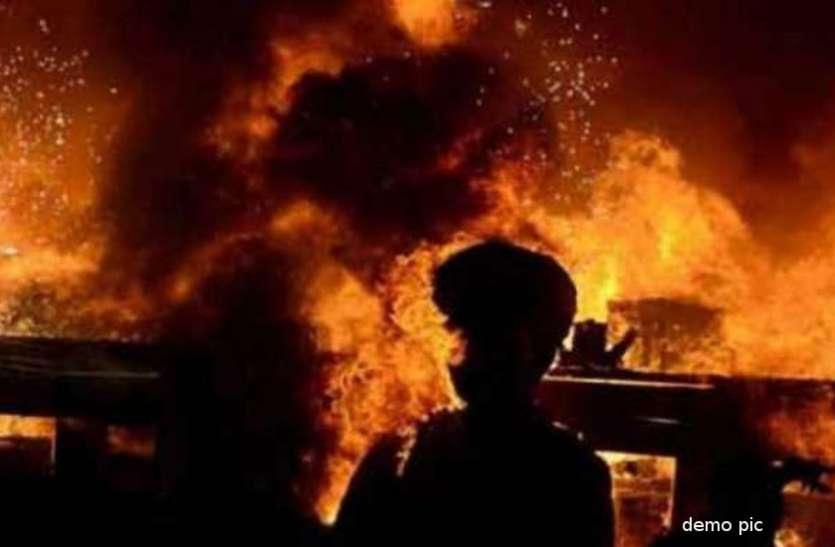 घर में लगी आग से बसपा के पूर्व विधायक झुलसे, पत्नी की हालत गंभीर