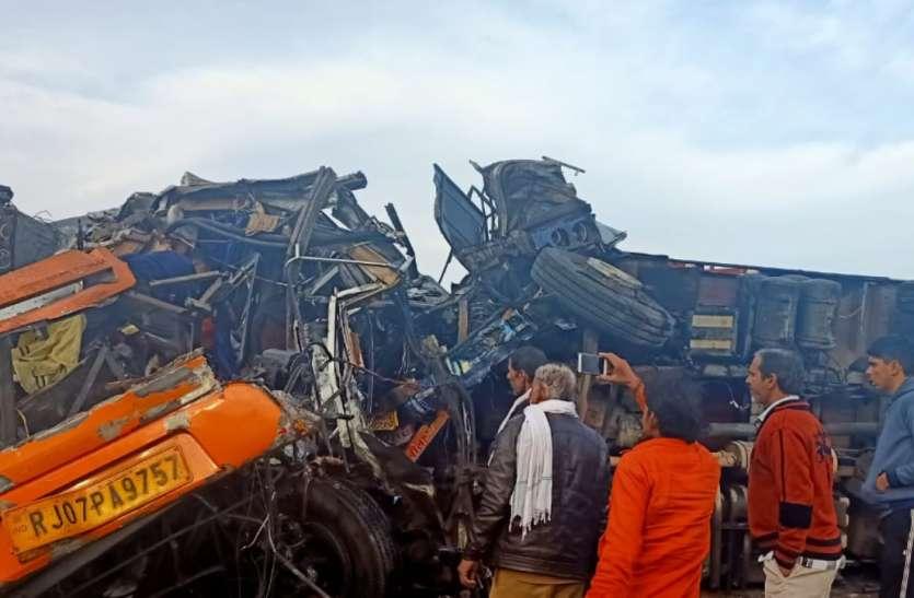बीकानेर में भीषण सड़क हादसा,11 की मौत