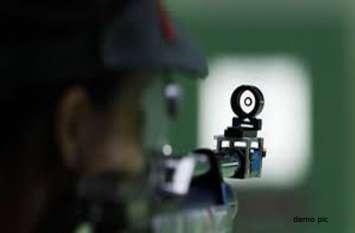 हथियार की नोक पर कार लूटने वाले बदमाश पुलिस की पकड़ से दूर