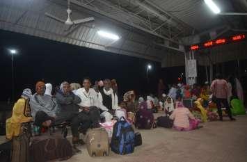 7 घंटे देरी से रवाना हुई द्वारकापुरी के लिए विशेष ट्रेन