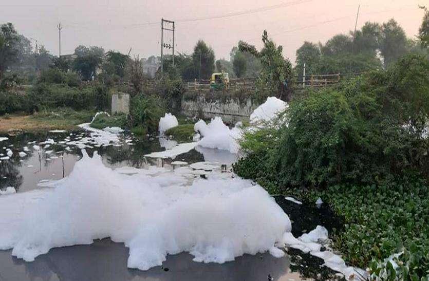 हाथीजण-विवेकानंदनगर के बीच बहता है 'काले पानी