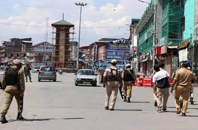 नजरबंद कश्मीरी नेताओं से मिले परिजन, बाहर आकर सुनाया दुखड़ा