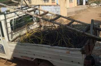 बिजली चोरों ने डाल ली खुद की अलग से लाइन