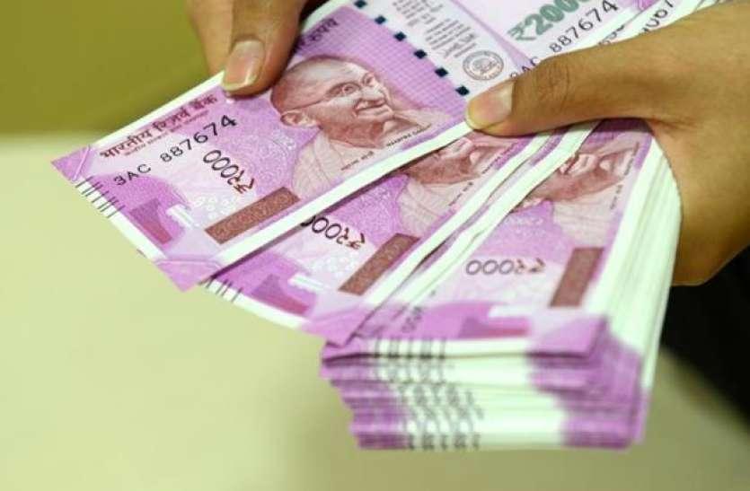 Income Tax Raid में बरामद राशि में 2000 रुपए के नोटों की संख्या में गिरावट