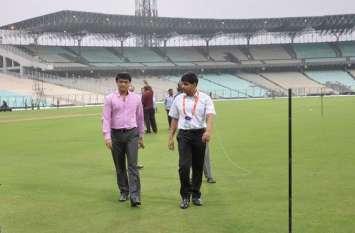 डे-नाइट टेस्ट से दो दिन पहले सौरव गांगुली ने पिच का मुआयना किया