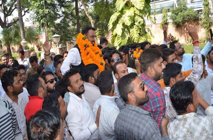 भाजपा बहुमत के करीब, क्रास वोटिग हुई तो उलटफेर