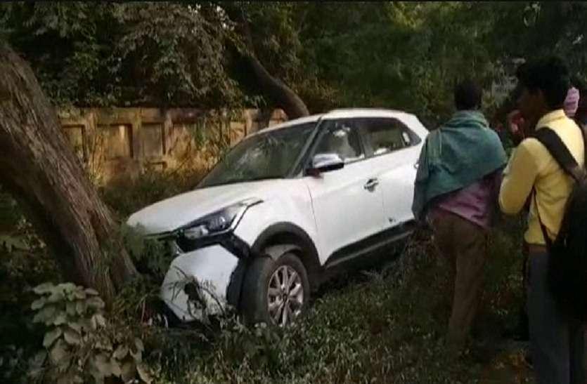 तेज रफ्तार कार ने तीन लोगों को कुचला, एक की मौत, दो की हालत गंभीर
