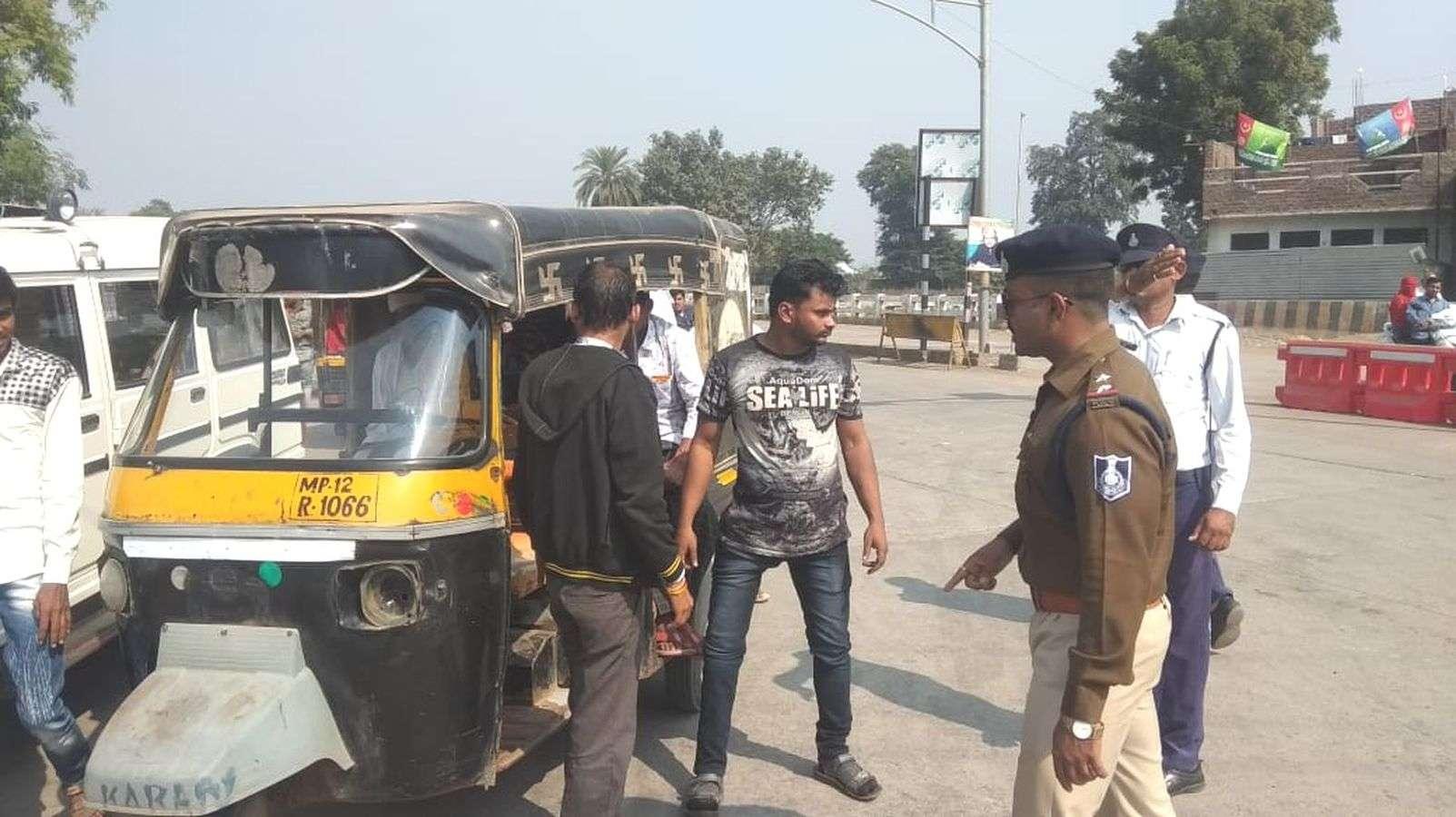 Burhanpur First Traffic Signal on Sindhi Basti Choraha