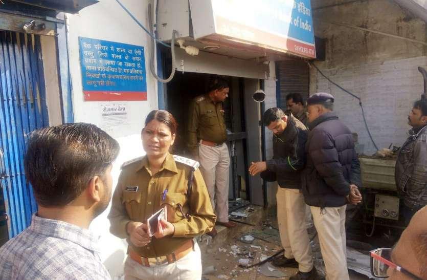 बैंक में मदद करने के बहाने पार कर दिया वृद्ध महिला का 40 हजार रुपए, दिनदहाड़े वारदात से बैंक में मचा हड़कंप