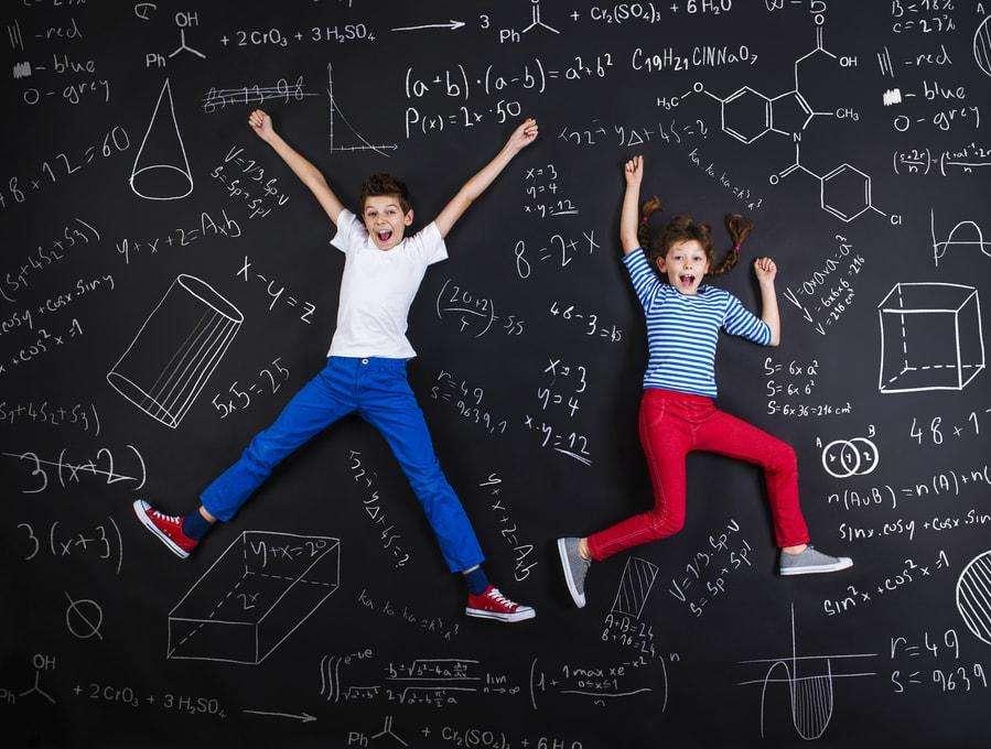 गणित में लड़कों जितनी ही स्मार्ट होती हैं लड़कियां भी