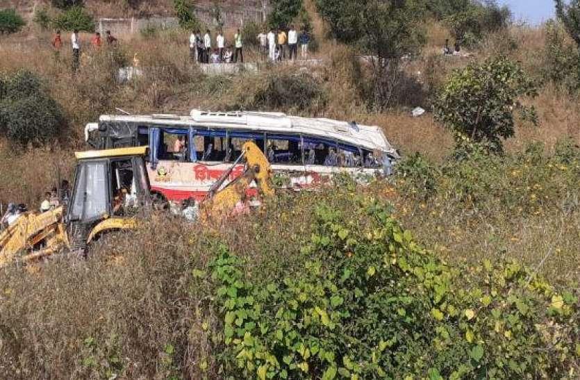 पाकिस्तान: यात्री बस की ट्रक से जोरदार टक्कर, हादसे में 8 की गई जान, कई घायल