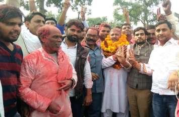राजस्थान की इस चर्चित सीट पर कांग्रेसी चाचा ने भाजपाई भतीजे को हराकर जीता चुनाव, कांग्रेस के हाथ के साथ गए निर्दलीय पार्षद