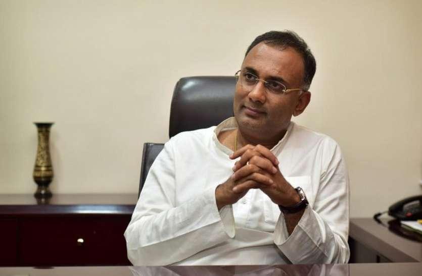 भाजपा ने नियमों को ताक पर रखकर बनाई सरकार