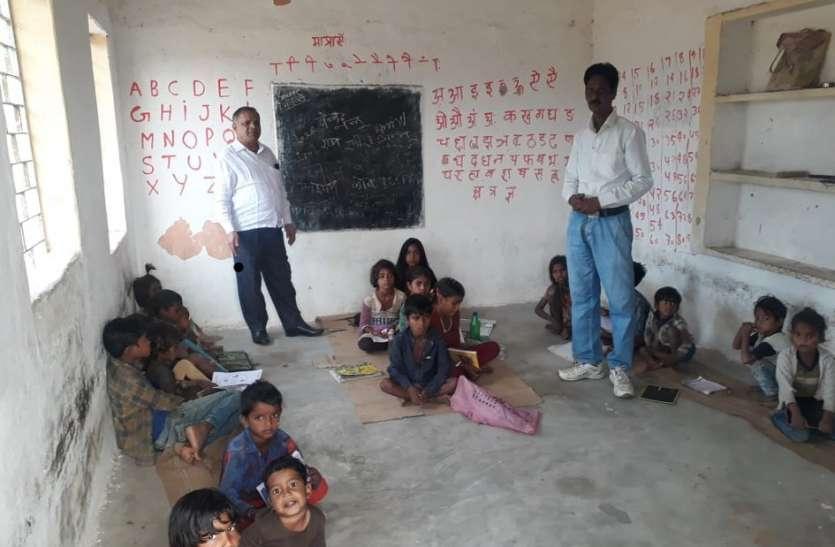 छात्र न हिन्दी पढ़ पाए न हल कर पाए गणित के सवाल, बीईओ नाराज