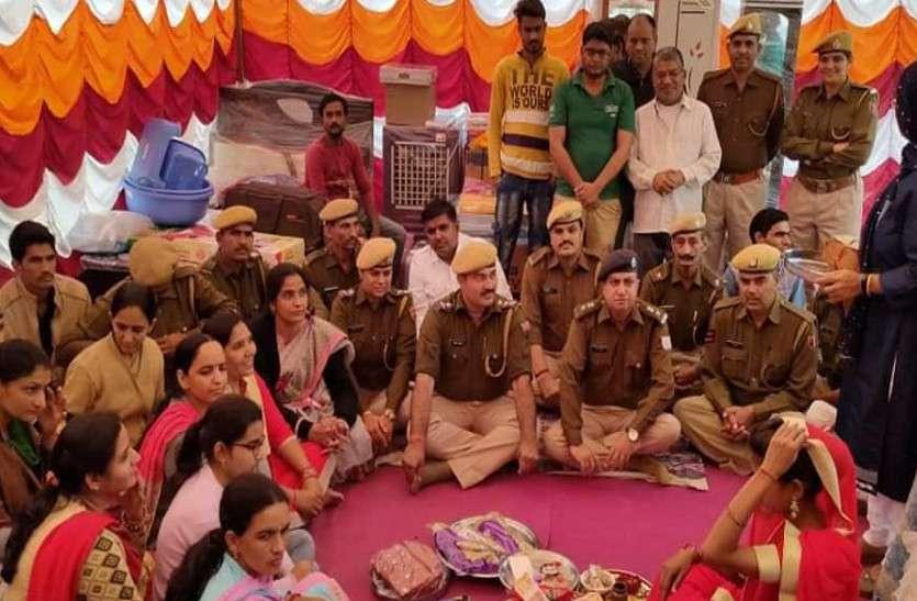बीकानेर पुलिस की अनूठी पहल, मैस में खाना बनाने वाली महिला की दोहिती की शादी में भात लेकर पहुंचे पुलिस वाले