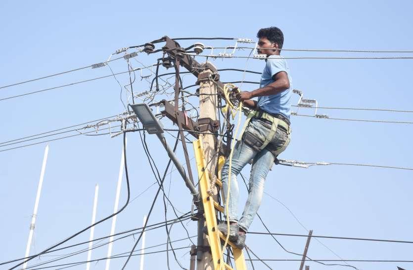 पांच-पांच सौ यूनिट बिजली खर्च करने वाले उपभोक्ताओं को थमाया 1 लाख का बिल