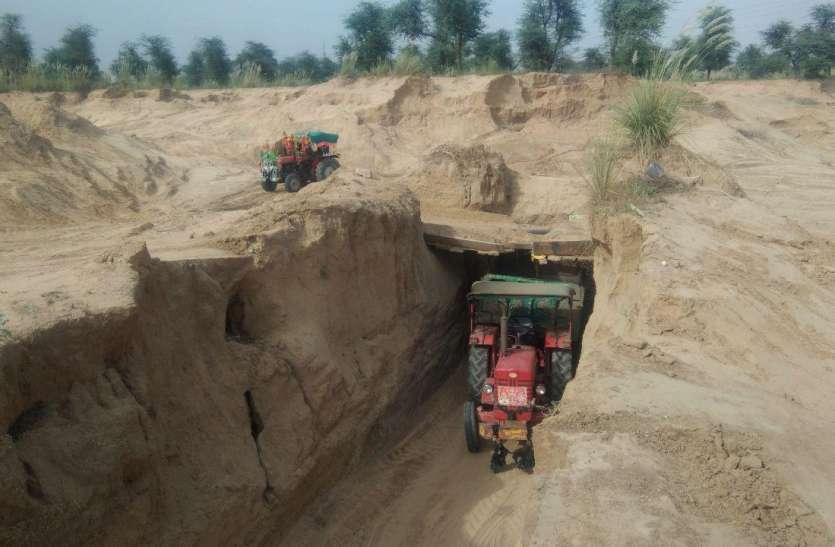 जयपुर के कानोता में नदी से चांदी कूटने की मची होड, रोजाना दौड़ रही 200 ट्रैक्टर ट्रॉली