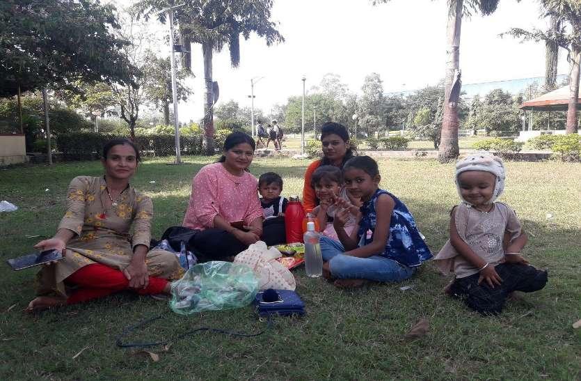 देखरेख के अभाव में बदहाल होता जा रहा कमला नेहरू पार्क