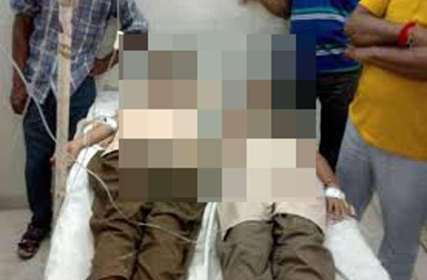 Breaking News: रात में एक साथ पढ़ाई कर रहीं 2 छात्राओं ने खाया जहर, चंद घंटे में दोनों की मौत से सदमे में 2 परिवार
