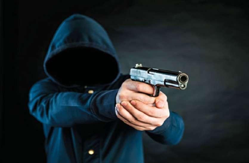 हिस्ट्रीशीटर एहतराम को बीच सड़क पर मारी गई गोली, भाग रहे शूटर को भीड़ ने पकड़ा ,कर दी ....