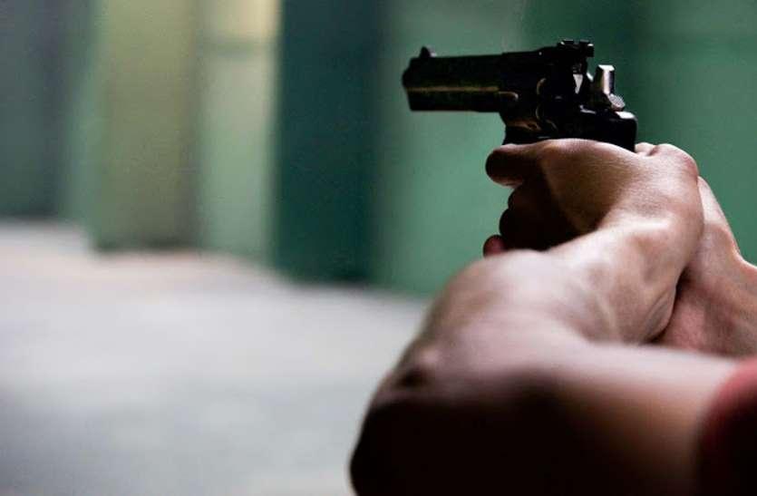 दो भाई कर रहे थे तमंचा चेक, अचानक गोली चलने से हुई बड़े भाई की मौत