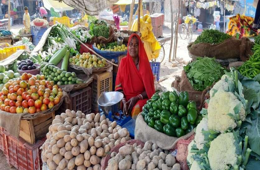 यदि मौसम के हाल ऐसे ही रहे तो खेतों में खड़ी सब्जियों को नुकसान होने की आशंका
