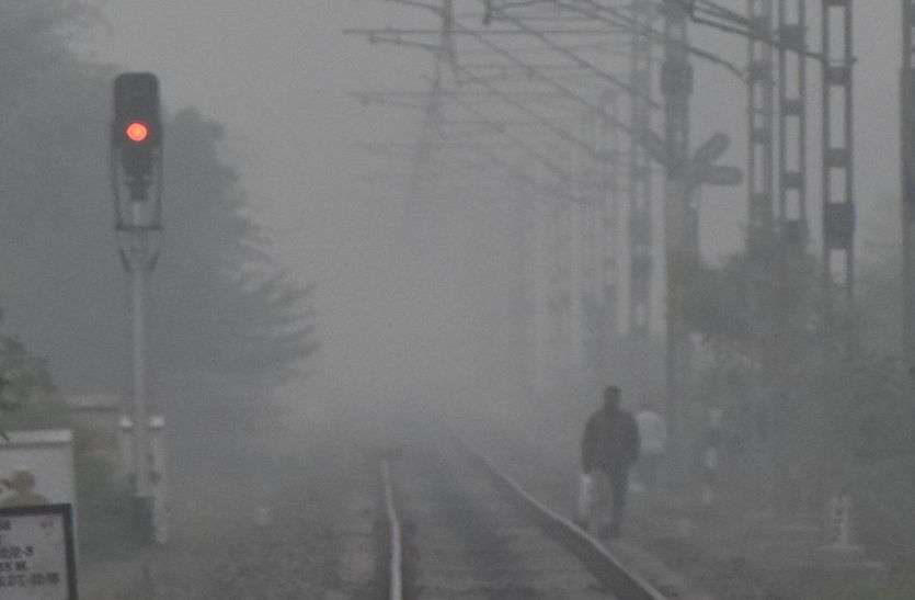 weather news : सुबह 9 बजे तक कोहरा नहीं छंटा, ठंडी हवाओं से कांपे लोग