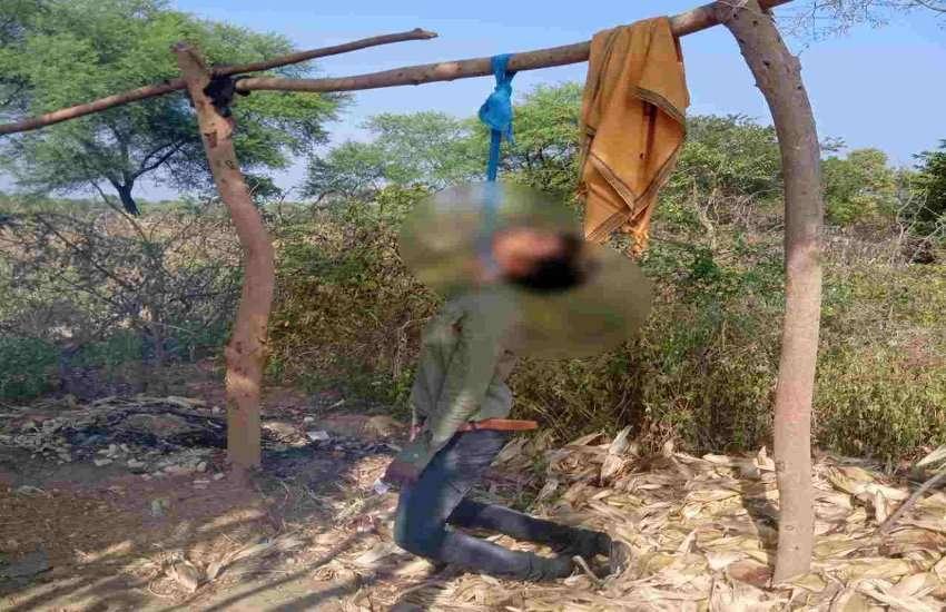 ग्रामीण कर रहे शव का अंतिम संस्कार करने से मना, रूठी पत्नी को मनाने गए युवक की हुई थी संदिग्ध मौत