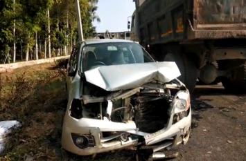 शादी समारोह में शामिल होने जा रही दो कारों में हुई भिड़ंत, दर्जनों लोग हुए घायल- देखें वीडियो