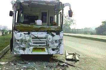 चेन्नई के टूरिस्ट को ले जा रही बस नेशनल हाइवे पर ट्रक से भिड़ी