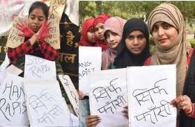 हैदराबाद में डॉक्टर का सामूहिक दुष्कर्म कर जिंदा जलाने वाले हैवानों को मिले फांसी, कोटा में सड़कों पर उतरी छात्राएं
