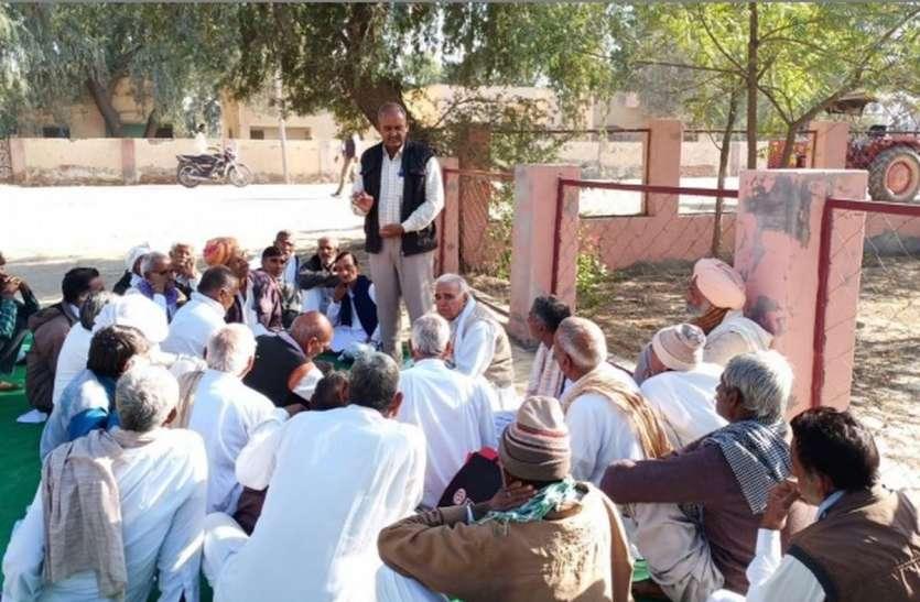 सिंचाई पानी की मांग को लेकर किसानों का हंगामा