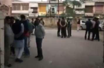 दिल्ली की लड़कियों से मनचलों ने कही ऐसी बात कि खड़ा हो गया हंगामा, देखें Video