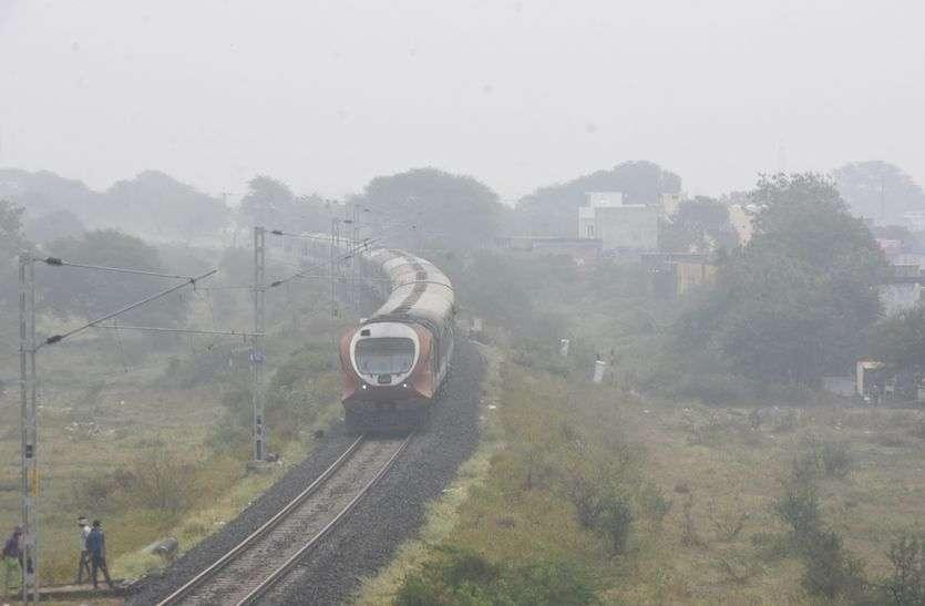 VIDEO ट्रेन से लेकर फसल तक मावठे से लेकर कोहरे का असर