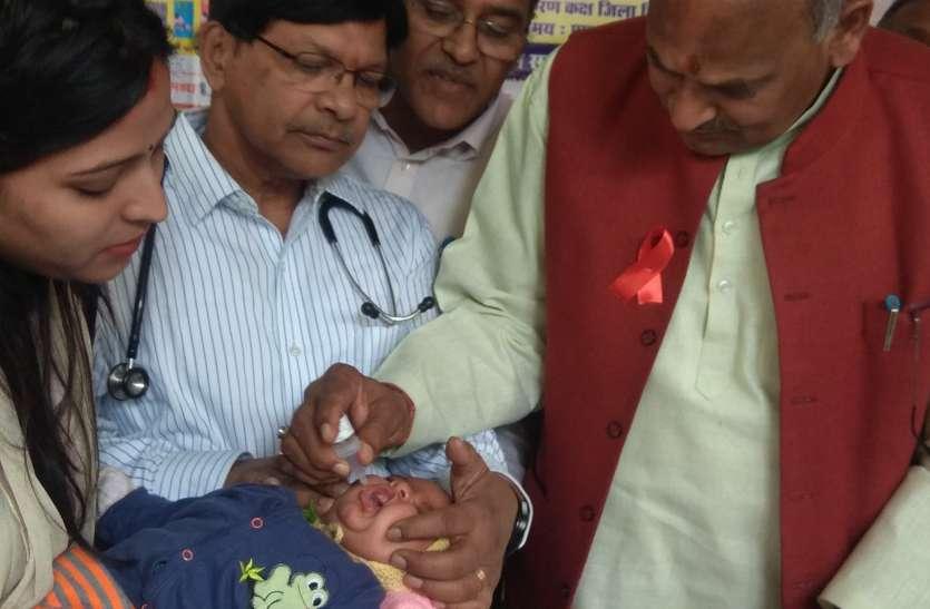 मिशन इंद्रधनुष: विधायक ने बच्चों को दो बूंद पिलाकर किया शुभारंभ