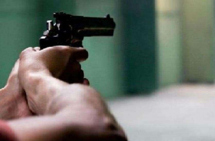 मां-बाप के साथ खड़े होकर पति ने बंदूक से पत्नी को उड़ाया, देवर ने कहा- देख मर गई क्या