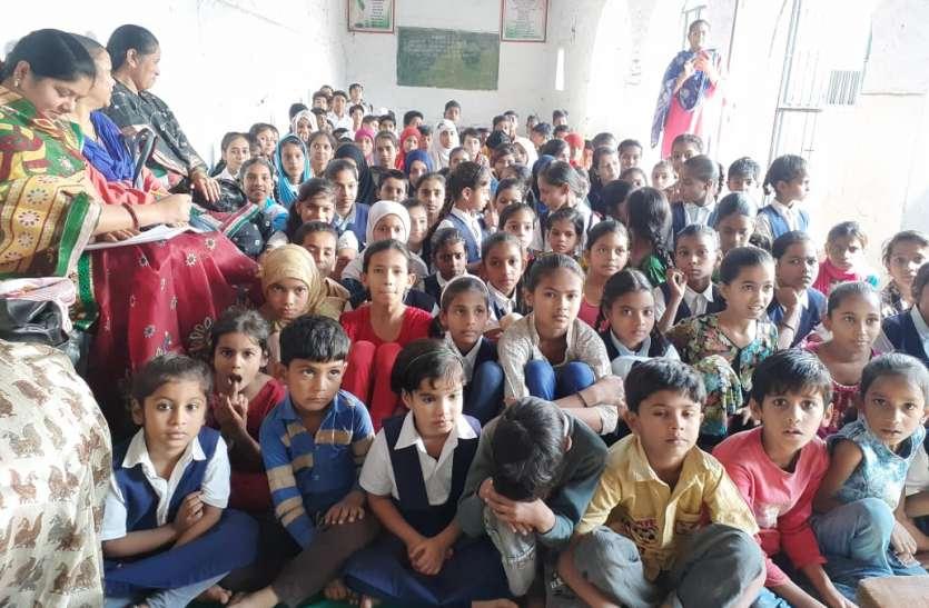 बच्चों को ऐतिहासिक धरोहर की दी जानकारी