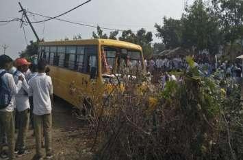 ओली भरकर लौट रहे परिवार का वाहन बस से टकराया, घटनास्थल पर मची चीख-पुकार