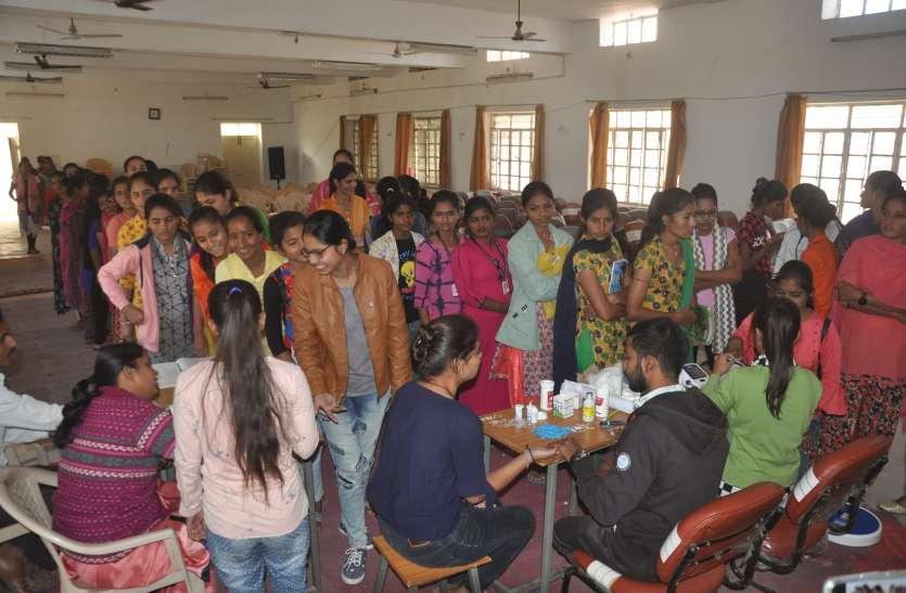 एमबीसी गर्ल्स  कॉलेज में शिविर आयोजित,  हुई छात्राओं के स्वास्थ्य की जांच