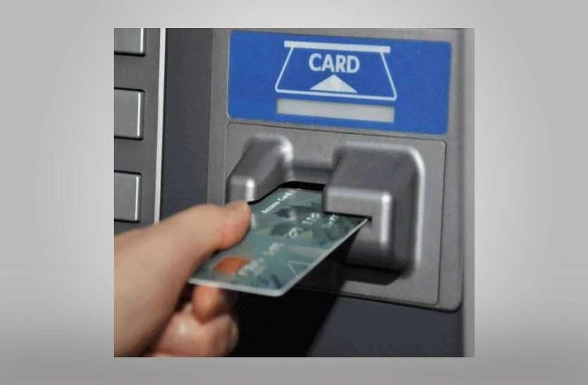 आपके ATM कार्ड पर विदेशी हैकर्स की नजर, कभी भी चुरा सकते हैं पैसे