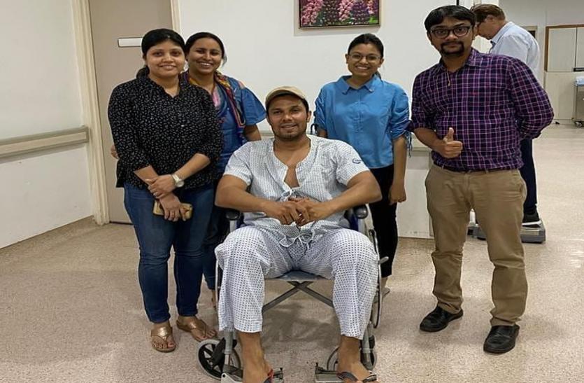 'राधे' की शूटिंग के दौरान चोटिल हुए रणदीप हुड्डा, क्रू मेंबर ने तुरंत अस्पताल में कराया भर्ती