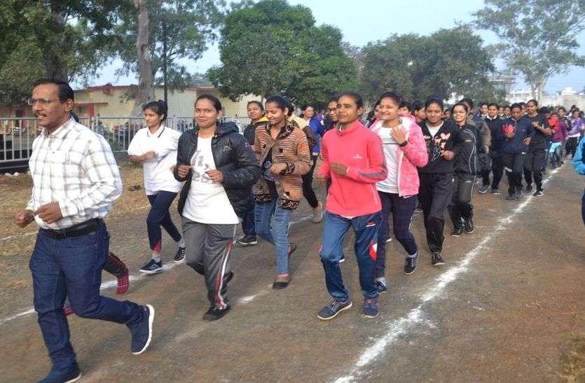 अनूठी पहल, मध्यप्रदेश के इस जिले में प्रशासन दे रहा 87 युवतियों को पुलिस ट्रेनिंग
