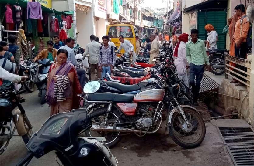 जानिए... क्यों बिगड़ रही है शहर की यातायात व्यवस्था, क्या कर रही है पुलिस