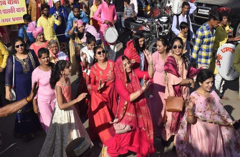 श्रद्धा एवं भक्ति के साथ निकली गुलाब बाबा चरण पादुका पालकी शोभायात्रा