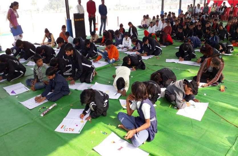 दिव्यांग बच्चों ने चित्र बनाए और सांस्कृतिक कार्यक्रमों में दी प्रस्तुति