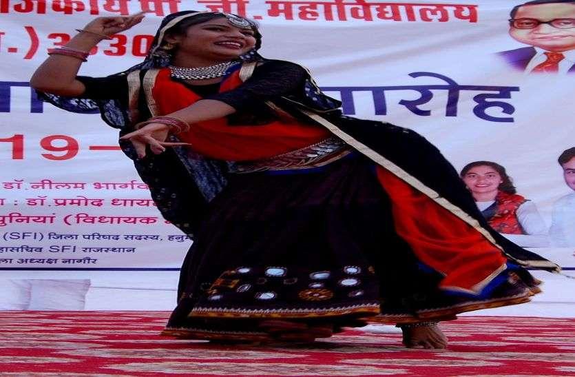 चूंदड़ी जयपुर ते मंगवाई, रै इंडी सोने  की घड़वाई...