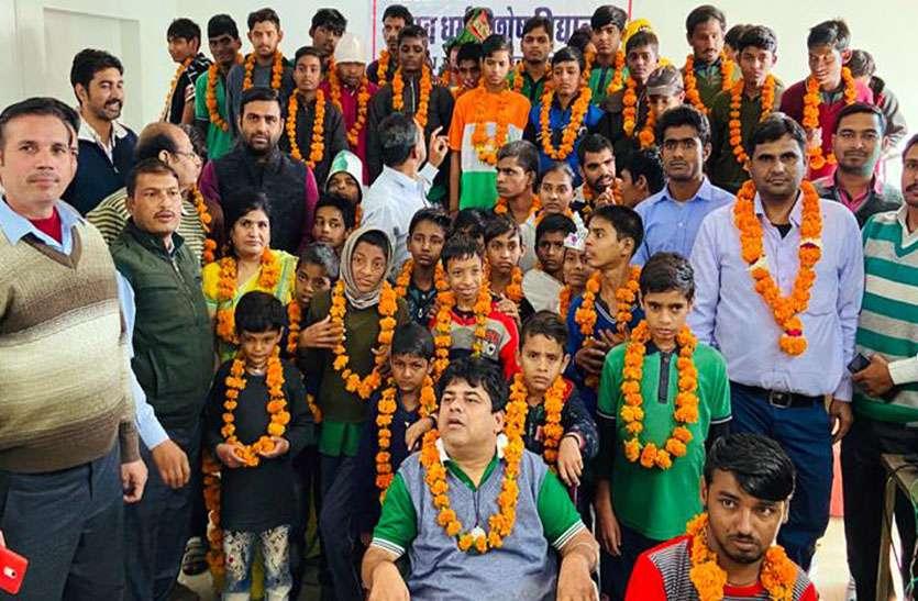 अन्तरराष्ट्रीय दिव्यांग दिवस पर विद्यार्थियों ने दी सांस्कृतिक प्रस्तुतियां, माला पहनाकर किया स्वागत